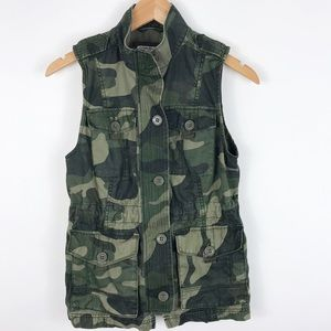 Abercrombie & Fitch camo button up VEST Small